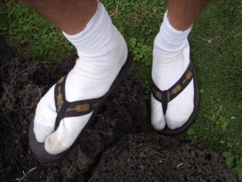 25141-socks_sandals_opinion